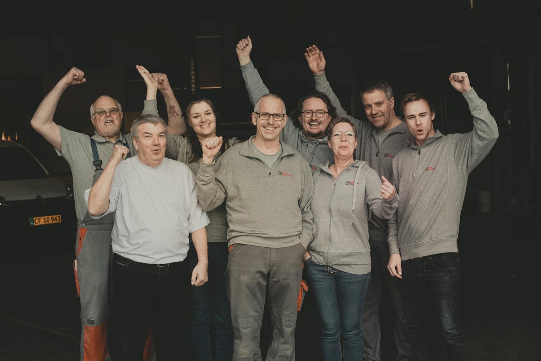 Medarbejder-gruppefoto-dansk-varebilinventar