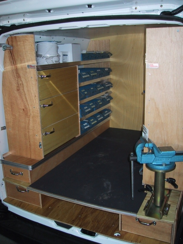 citroen-berlingo-elektriker-bilindretning-varerum