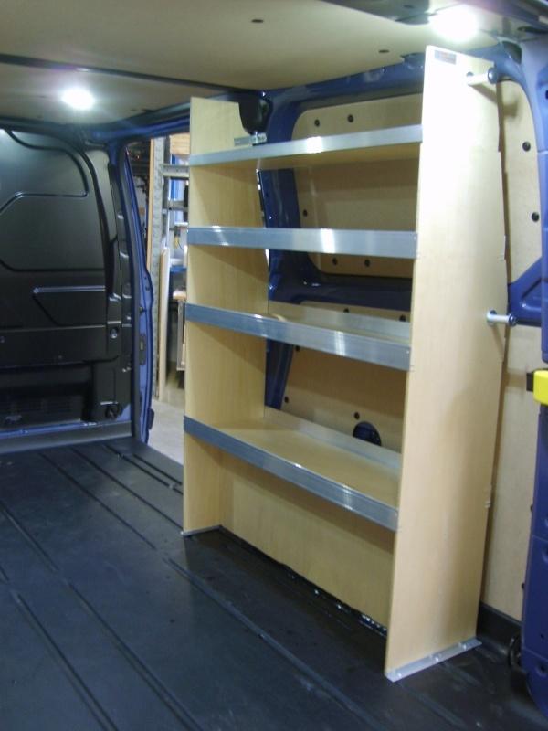 ford-custom-murer-bilindretning-reol