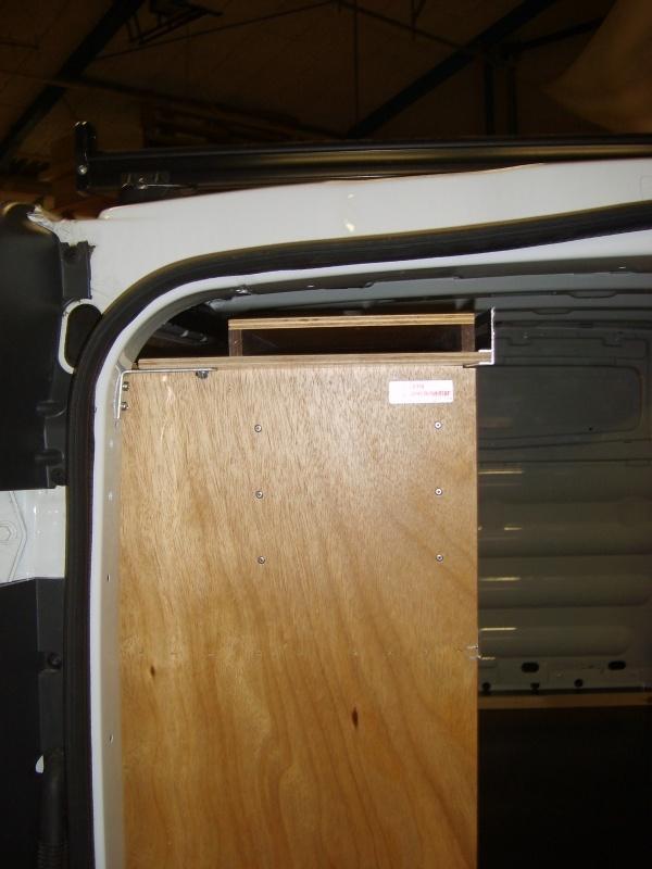 nissan-primastar-toemrer-varebil-indretning-foeringsskinne