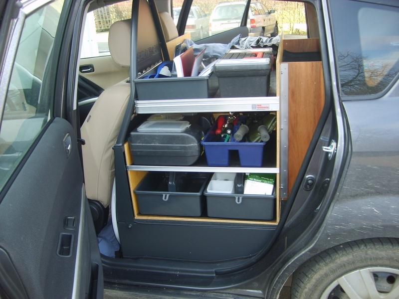 toyota-sportsvan-dyrlaege-bilindretning-hylder