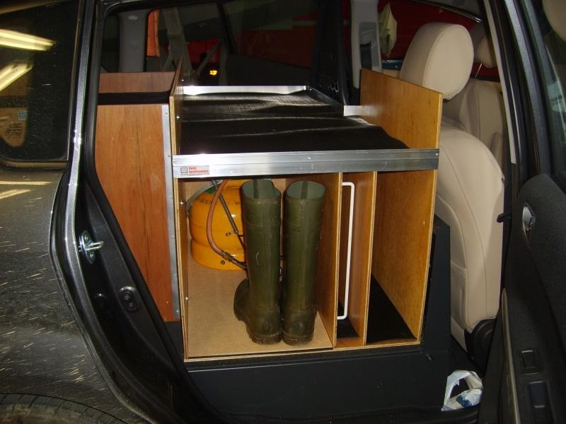 toyota-sportsvan-dyrlaege-bilindretning-sidedoer.jpg
