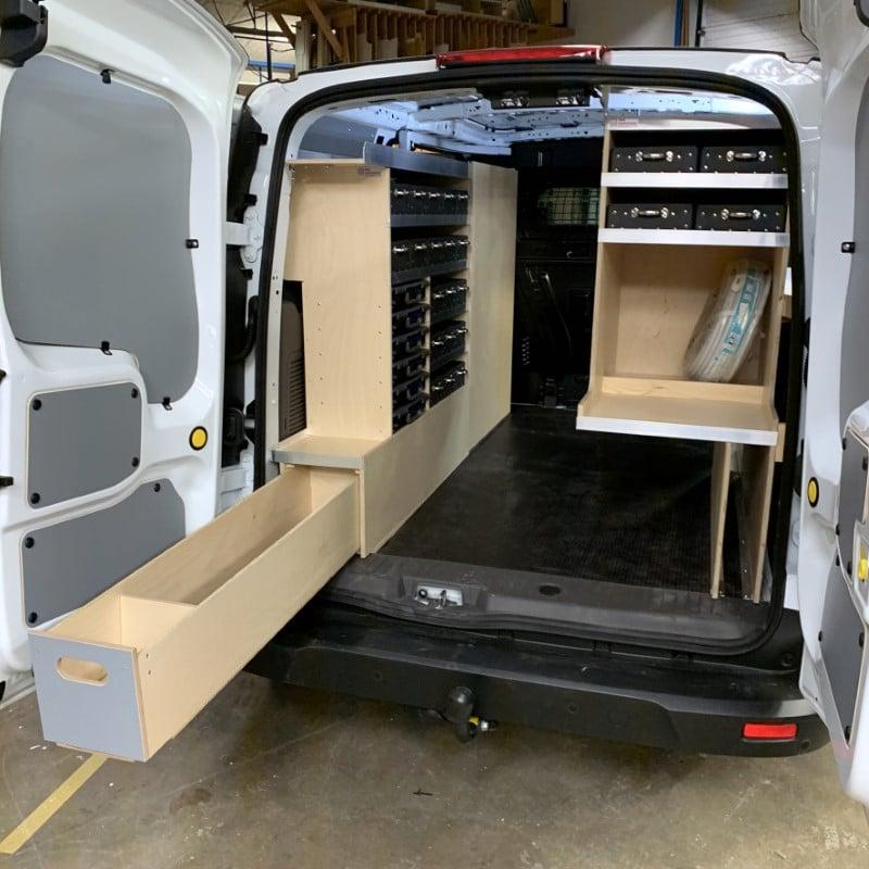 bagudvendt-kabelrum-bilindretning Ford Connect